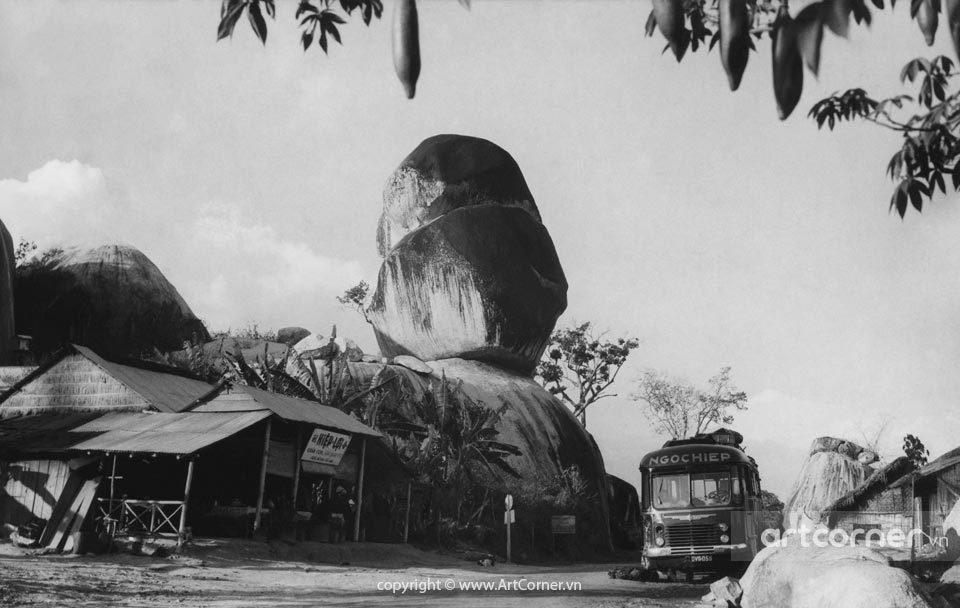Định Quán xưa - Hòn Ba Chồng rocks - Hòn Ba Chồng - 1957