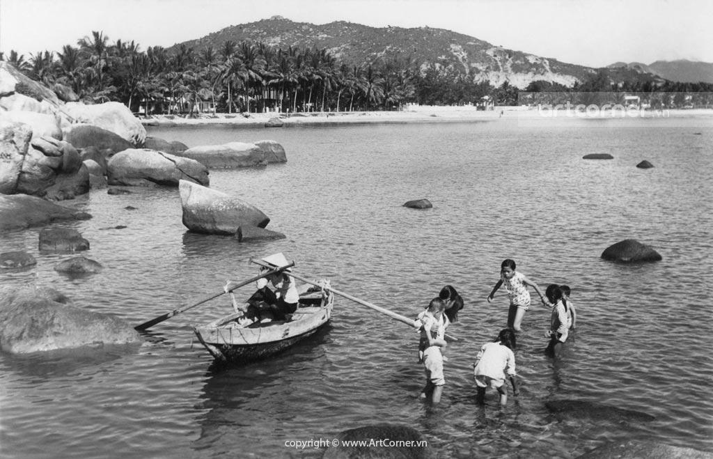 Nha Trang xưa - Hòn Chồng (A natural stone setting) - Nha Trang - 1965