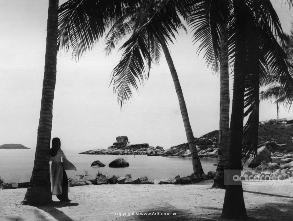 Nha Trang xưa - Hòn Chồng (A natural stone setting) - Nha Trang - 1969