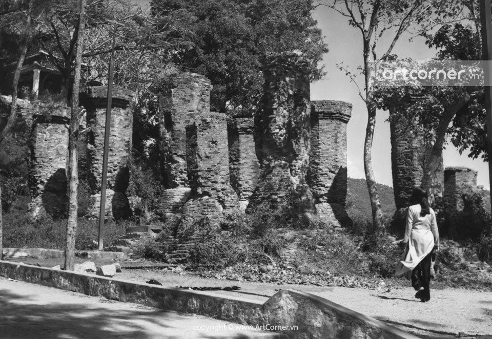 Nha Trang xưa - Kiến trúc nhà dài (mandapa) ở tháp Po Nagar - The stucture of mandapa (long house) in Po Nagar temple - Nha Trang - 1961