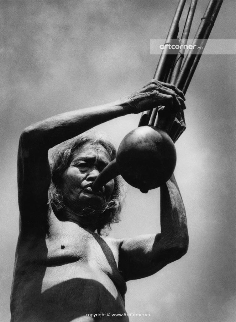 Đà Lạt xưa - Calabash 6-Tube Trumpet - Kèn Bầu Của Người Lạch - Đà Lạt - 1955