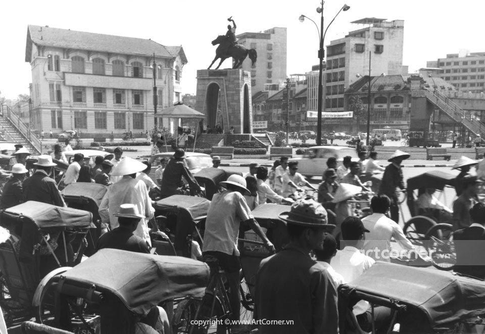 Sài Gòn xưa - Quách Thị Trang Square in front of Bén Thành Market - Bùng binh Quách Thị Trang phía trước chợ Bến Thành - Sài Gòn - 1968