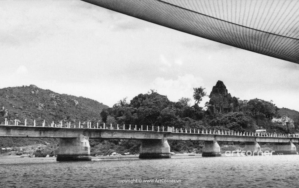 Nha Trang xưa - Po Nagar Temple and the bridge of Bóng Village - Tháp Bà Po Nagar và cầu Xóm Bóng - Nha Trang - 1957