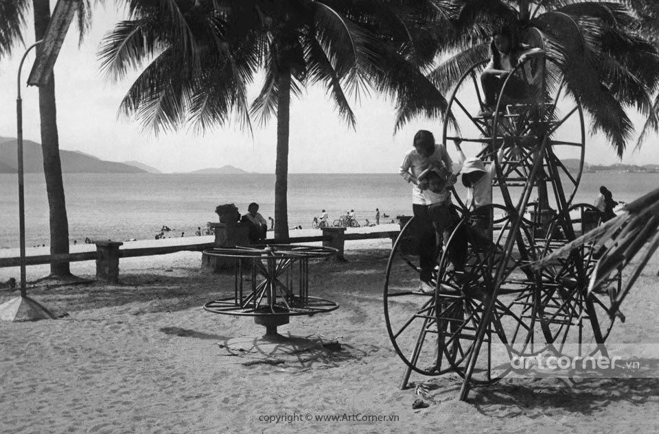 Nha Trang xưa - Summer afternoon on Nha Trang beach - Trưa hè trên biển Nha Trang - 1968