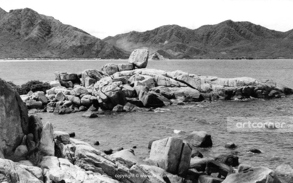 Nha Trang xưa - Hòn Chồng (A natural stone setting) - Nha Trang - 1962
