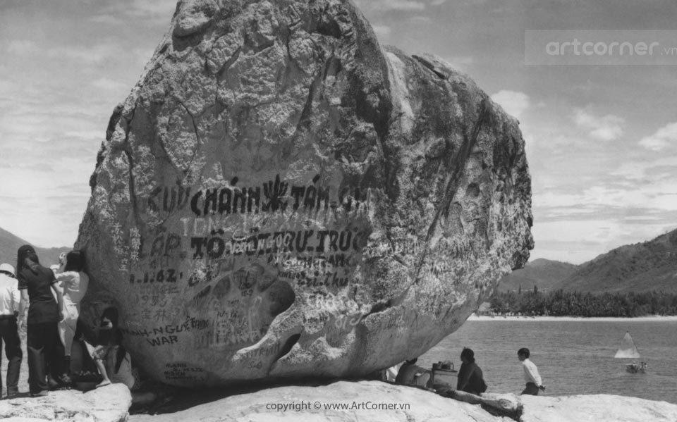 Nha Trang xưa - Hòn Chồng (A natural stone setting) - Nha Trang - 1973