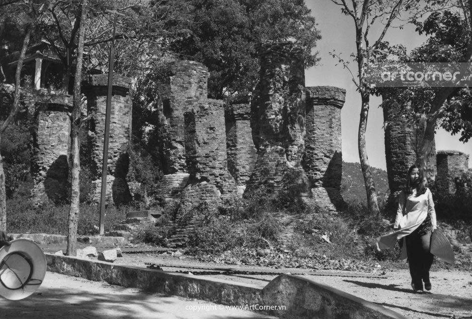 Nha Trang xưa - The stucture of mandapa (long house) in Po Nagar temple - Kiến trúc nhà dài (mandapa) ở tháp Po Nagar - Nha Trang - 1961