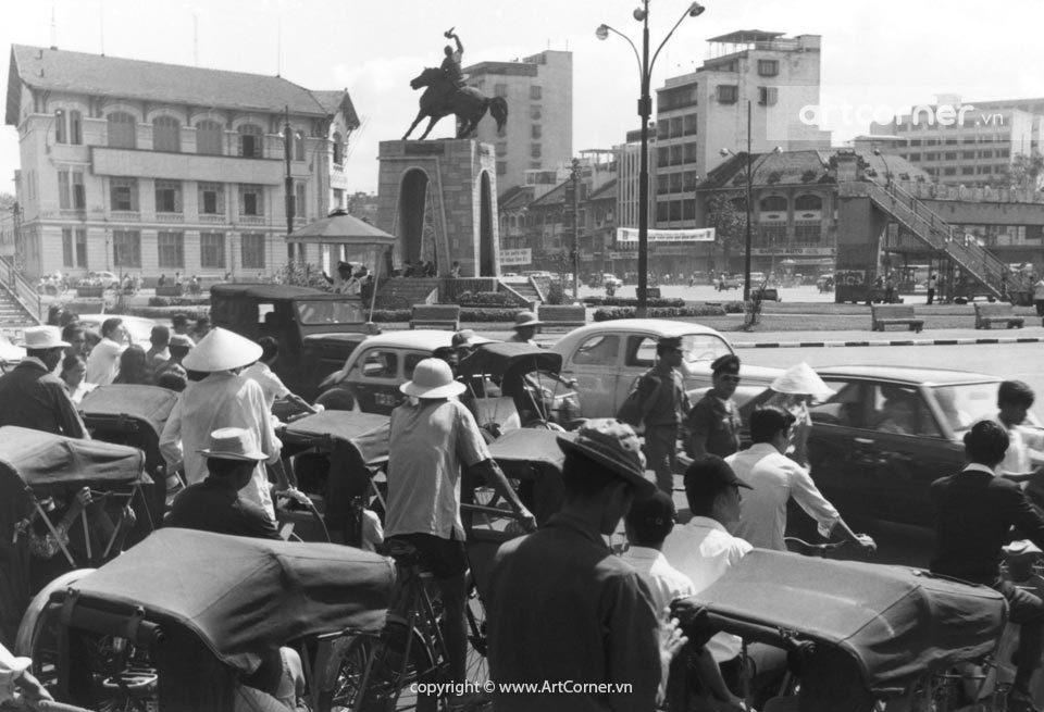 Sài Gòn xưa - Bùng binh Quách Thị Trang phía trước chợ Bến Thành - Quách Thị Trang Square in front of Bến Thành Market - Sài Gòn - 1968