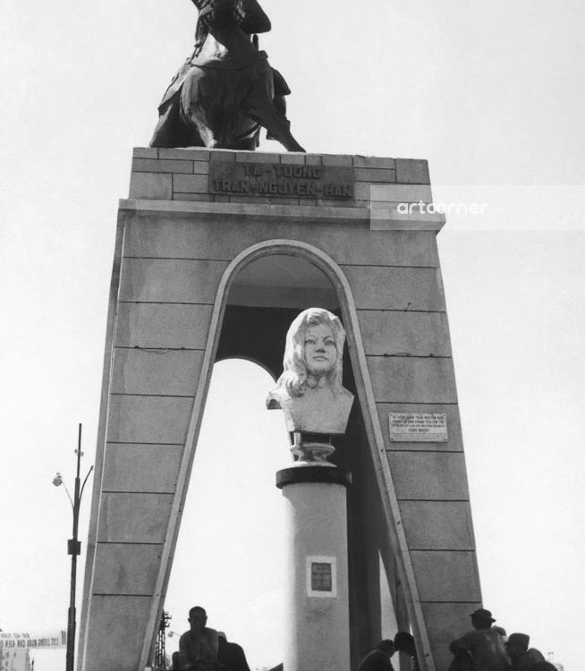 Sài Gòn xưa - Bùng binh Quách Thị Trang phía trước chợ Bến Thành - Quách Thị Trang Square in front of Bến Thành Market - Sài Gòn - 1969